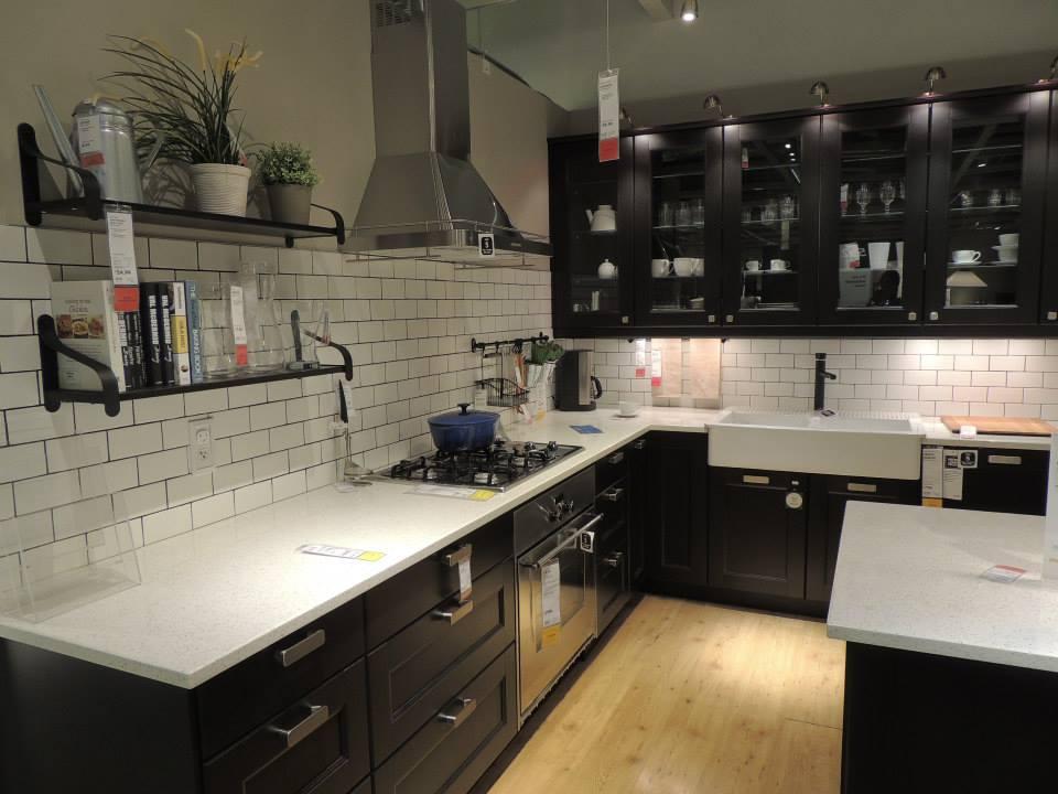 Contemporary Kitchen Featuring Porcelain Tiles